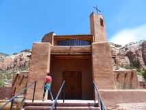 基督在有妇女的沙漠 免版税库存照片