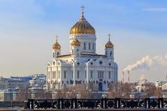 基督大教堂救主在莫斯科在一个晴朗的冬日 从Bol ` shoy Kamenny桥梁的看法 免版税库存图片