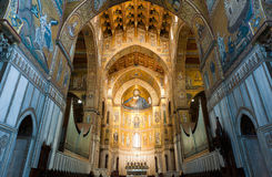 基督巨大半身图在蒙雷阿莱大教堂里 图库摄影