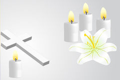 基督徒十字架、百合和蜡烛 库存图片