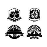 基督徒夏令营证章商标和标签为所有使用,在木背景纹理 库存例证