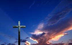 基督徒横渡美好的日落背景 库存图片