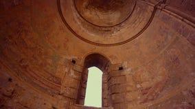 基督徒马赛克的遗骸在一个正统寺庙的一个被放弃的圆顶的从下面 股票视频