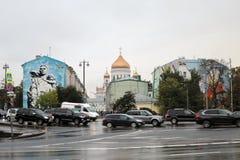 基督救世主大教堂和五颜六色的街道画 库存照片