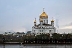 基督救世主大教堂雨天在莫斯科 免版税库存照片
