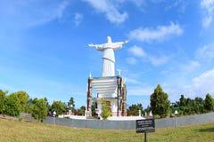 基督救世主雕象在巴布亚海岛 免版税库存图片
