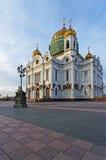 基督救主大教堂在有蓝天和月亮的莫斯科 图库摄影