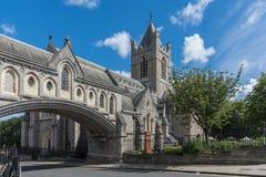 基督教会大教堂和链接的Dublinia大厦,都伯林红外线 免版税库存照片