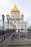 基督族长桥梁和大教堂救主,特写镜头9月天 莫斯科 免版税库存照片