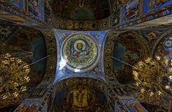 基督的复活的大教堂的内部在圣彼得堡,俄罗斯 血液教会救主 免版税库存图片