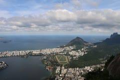 从基督观看救世主雕象,里约热内卢,巴西 库存图片