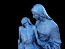 基督铜雕塑的证言 黑色背景 库存照片