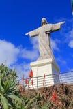 基督雕象国王在Garajau,马德拉岛 免版税库存图片