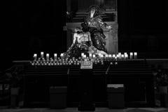 基督・耶稣・玛丽哀悼的雕象 库存照片