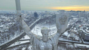 基辅市-乌克兰的首都 照顾祖国,纪念碑位于第聂伯河银行  通风 库存图片