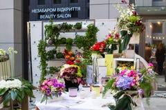 基辅花市场-第一朵城市花公平在基辅,乌克兰 2016年9月18日 库存照片