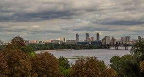 基辅都市风景和第聂伯河,乌克兰 免版税库存图片