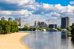 基辅,乌克兰看法  第聂伯河的银行 图库摄影
