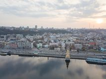 基辅,乌克兰:2018年4月15日, -圣尼古拉斯教会在第聂伯河的Wonderworker日落的,摄影从 库存照片