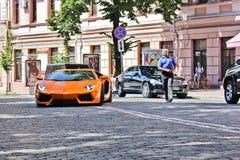 基辅,乌克兰;2013年7月4日;在街道上的蓝宝坚尼Aventador 图库摄影