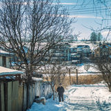 基辅,乌克兰-人2月10日, 2017乡下公路的孤独的老,天,室外 免版税库存图片