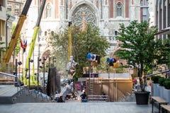 基辅,乌克兰- 2017年7月15日户外电影布景 戏院在城市街道的生产场面 坦率的真正的电影摄制 图库摄影