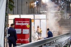 基辅,乌克兰- 2017年7月15日户外电影布景 戏院在城市街道的生产场面 坦率的真正的电影摄制 免版税库存图片