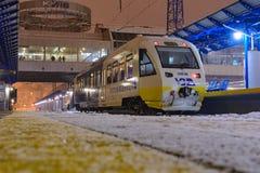 基辅,乌克兰- 2018年12月14日:乌克兰铁路新的路线的-基辅鲍里斯皮尔被更新的railbus Pesa 免版税库存图片