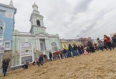 基辅,乌克兰- 2017年10月01日:公民和游人合同正方形的 免版税图库摄影