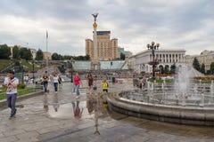 基辅,乌克兰- 2017年7月01日:公民和游人独立广场的 免版税库存图片