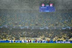 基辅,乌克兰- 2018年12月12日:在欧洲联赛冠军杯比赛期间的橄榄球场在Shakhtar顿涅茨克之间对Olympique 库存照片