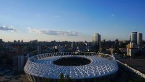基辅,乌克兰- 2017年5月20日:奥林匹克体育场和云彩在它 股票录像