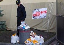 基辅,乌克兰- 2018年10月18日:米哈伊尔Saakashvili ` s政党支持者在帐篷的野营 库存照片