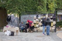 基辅,乌克兰- 2017年10月01日:自创物品和买家销售  免版税图库摄影