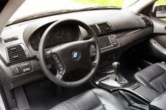 基辅,乌克兰- 2018年7月27日:BMW汽车的沙龙 黑皮肤 免版税库存图片
