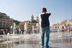 基辅,乌克兰- 2015年8月18日:喷泉的男孩 库存图片