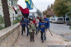 基辅,乌克兰- 2016年10月14日:国民党`斯沃博达`的年轻支持者 库存图片