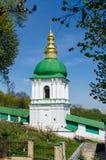 基辅,乌克兰- 2017年4月17日:在中间洞的钟楼,基辅Pecherskaya拉夫拉,基辅,乌克兰 库存照片