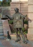 基辅,乌克兰- 2015年10月02日:字符古铜色雕象从童话爸爸克罗的 免版税库存图片