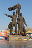 基辅,乌克兰- 2016年10月20日:描述工作者的纪念碑象征在俄国和乌克兰人民之间的友谊 免版税库存照片