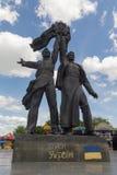 基辅,乌克兰- 2015年6月12日:描述工作者的纪念碑象征在俄国和乌克兰人民之间的友谊 库存照片