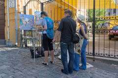 基辅,乌克兰- 2016年6月16日:艺术家绘在stree的一种都市风景 免版税库存照片