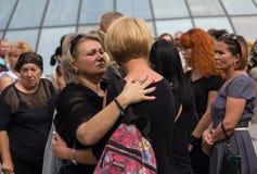 基辅,乌克兰- 2015年9月04日:葬礼的妇女已故在战争志愿者 库存图片