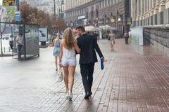 基辅,乌克兰- 2016年8月30日:走在rai的年轻夫妇 免版税图库摄影