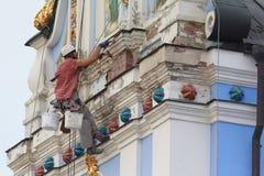 基辅,乌克兰- 2015年9月04日:运作在高度的工作者重建者 免版税库存图片