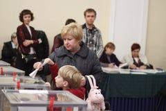 基辅,乌克兰- 2015年10月25日:通常预定的地方选举在乌克兰 免版税库存照片