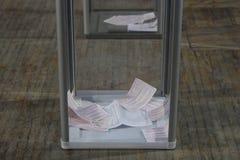 基辅,乌克兰- 2015年11月15日:1,088 1,089个投票站在Kyiv打开了在08 00 a M 库存照片