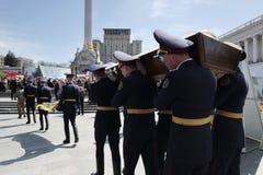 """基辅,乌克兰- 4月 24日2015年:乌克兰语英王乔治一世至三世时期战斗机在""""在东部被杀害的亚速号""""营的 免版税图库摄影"""
