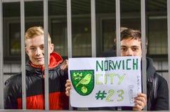 基辅,乌克兰- 11月10 :与一张海报的爱好者支持Ja 免版税图库摄影