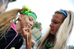 基辅,乌克兰- 8月24 :刺绣兆行军在乌克兰首都Kyiv的 平安的时间 库存照片